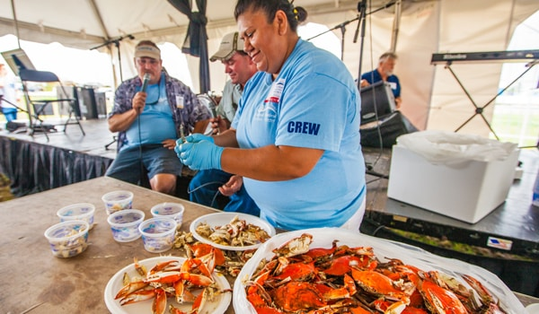 OBX-SeafoodFestival-crab-demo
